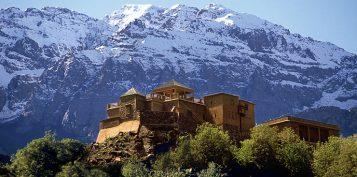 """""""El Hotel Kasbah du Toubkal se encuentra en las montañas de Marruecos. Este hotel es en realidad una gran casa tradicional donde se podrá vivir la auténtica experiencia Bereber.""""  Kasbah du Toubkal –Viajes y Lugares de Lujo – Decorar una Casa Foto 19 357x177"""