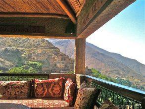 """""""El Hotel Kasbah du Toubkal se encuentra en las montañas de Marruecos. Este hotel es en realidad una gran casa tradicional donde se podrá vivir la auténtica experiencia Bereber.""""  Kasbah du Toubkal –Viajes y Lugares de Lujo – Decorar una Casa Foto 29 293x220"""