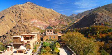 """""""El Hotel Kasbah du Toubkal se encuentra en las montañas de Marruecos. Este hotel es en realidad una gran casa tradicional donde se podrá vivir la auténtica experiencia Bereber.""""  Kasbah du Toubkal –Viajes y Lugares de Lujo – Decorar una Casa Foto 39 357x177"""