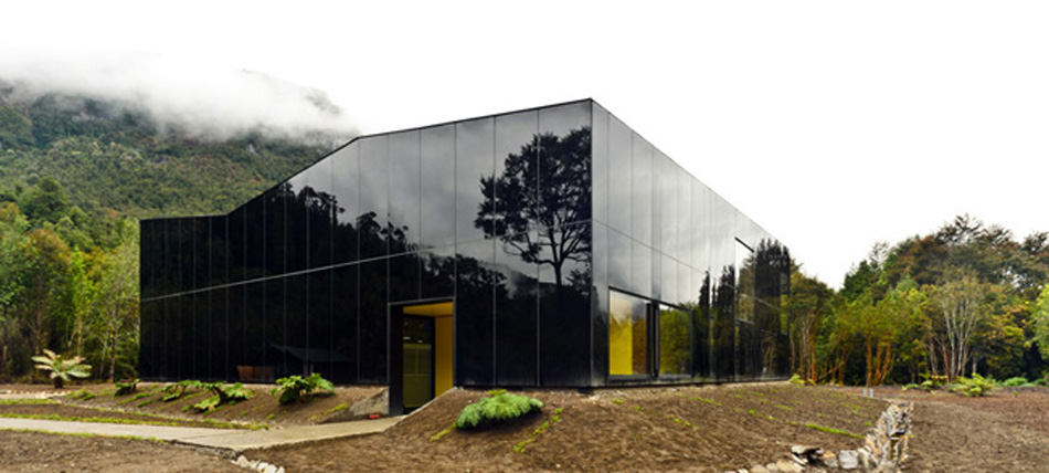 """""""Embotelladora de agua Ice Swan, en corazón de la Patagonia chilena, proyectado por Panorama Arquitectos."""" Ice Swan pa22"""