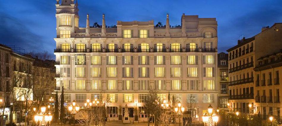 """""""El Hotel ME Madrid Reina Victoria es un Hotel de lujo, con diseño innovador y música moderna. Se encuentra estratégicamente situado en el centro de la ciudad, en la histórica plaza de Santa Ana de Madrid, con fácil acceso a los principales puntos de interés"""" Hotel ME Madrid Untitled 111"""