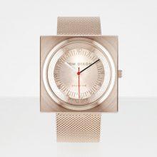 """""""En el año 2012, el diseñador industrial Tom Dixon lanzó una gama de accesorios para el hogar llamado Eclectic de Tom Dixon."""""""