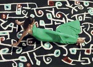 """""""Toda su colección viene firmada por los más importante diseñadores nacionales e internacionales. Sin ir más lejos, ¿reconocéis las flores garabateadas de esta alfombra?"""""""