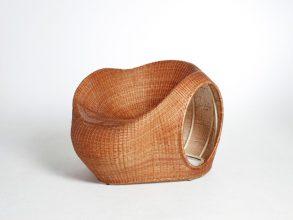 """""""Amalia, de los diseñadores Christopher Macaluso y Camila De Gregorio de Eggpicnic, consiste en un proyecto que aborda una serie de aspectos tradicionales.""""  Silla Amalia de Eggpicnic 12 293x220"""