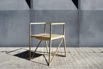 """""""Creada por el diseñador español Ignacio Hornillos, la silla está construida únicamente con madera contrachapada.""""  Silla Brace de Ignacio Hornillos Design Studio  36 329x220"""