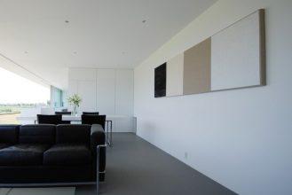 """""""Situado en el paisaje rural de Fukui, se creó esta residencia para una pareja joven con un niño y su abuela.""""  Proyectos de Arquitectura: Residencia M por Shinichi Ogawa & Associates 41 329x220"""