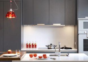 """""""Las cocinas pequeñas pueden ser tan cómodas, funcionales y parecer tan grandes como deseamos""""  Grandes Ideas para Decorar Cocinas Pequeñas. 12 ilumina todos los rincones 311x220"""