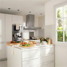 """""""Las cocinas pequeñas pueden ser tan cómodas, funcionales y parecer tan grandes como deseamos"""""""