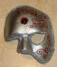"""""""Las clásicas máscaras venecianas, junto con los antifaces, son el símbolo por excelencia del Carnaval""""  Ideas para Hacer y Decorar Máscaras de Carnaval 49 189x220"""