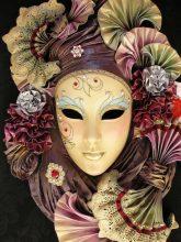 """""""Las clásicas máscaras venecianas, junto con los antifaces, son el símbolo por excelencia del Carnaval""""  Ideas para Hacer y Decorar Máscaras de Carnaval 75 165x220"""