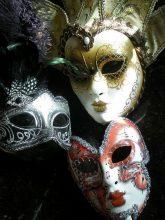 """""""Las clásicas máscaras venecianas, junto con los antifaces, son el símbolo por excelencia del Carnaval""""  Ideas para Hacer y Decorar Máscaras de Carnaval 97 165x220"""