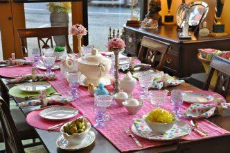 """""""Queremos mostraros algunas sencillas ideas para hacer un original centro de mesa para la época de Pascua.""""  Cómo decorar la mesa para Pascua Como decorar la mesa para Pascua 4 332x220"""