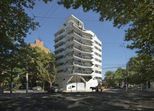 """""""El edificio de departamentos verticales es quizá el programa arquitectónico más subestimado en Argentina.""""  Jujuy Redux, un proyecto de P-A-T-T-E-R-N-S y Maxi Spina Architects Proyecto de arquitectura Jujuy Redux 5 305x220"""