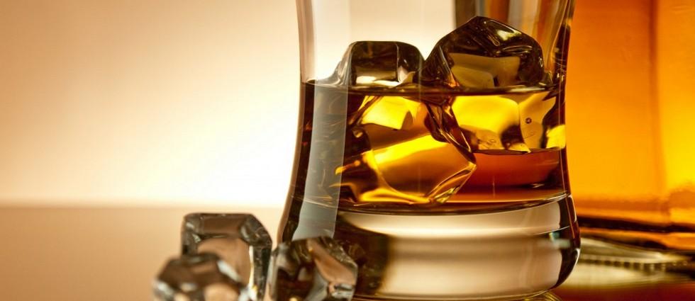 """""""La marca Bacardi ha lanzado Royal Brackla 35 years old; hasta ahora, el whisky más caro de cuantos ha sacado al mercado. Una edición limitada a 100 botellas"""" Royal Brackla 35: el whisky más exclusivo de Bacardi Depositphotos 6692224 m 1024x656"""