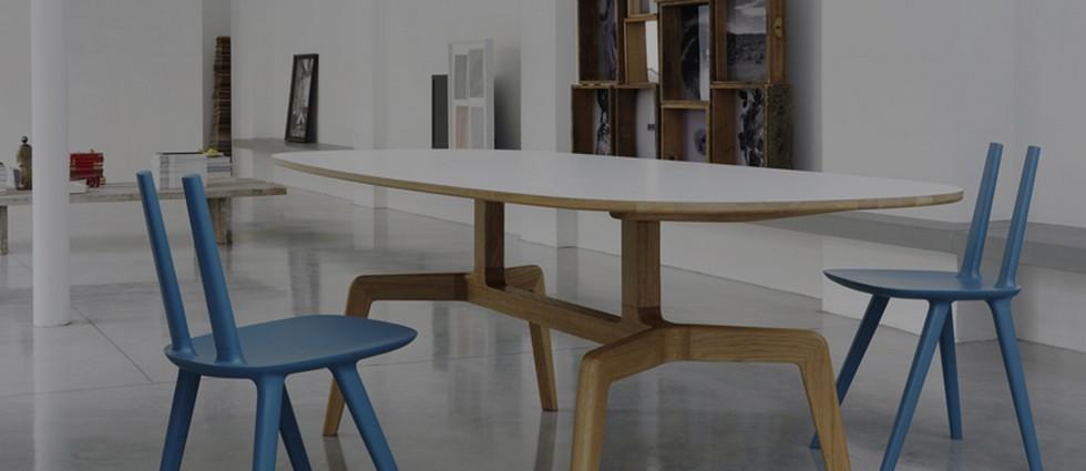 """""""El diseñador catalán Eugeni Quitllet ha creado la silla Tabu para la firma de diseño italiana Alias. Su ligereza visual, unido a sus líneas puras y bien definidas la hacen perfecta para cualquier tipo de ambiente.""""  La silla Tabu: un diseño de Eugeni Quitllet para Alias Design portada"""