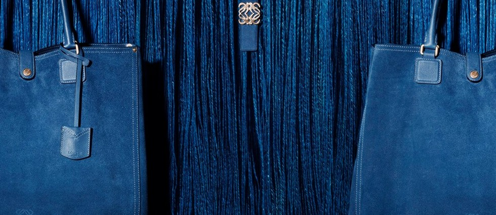 """""""Loewe, la marca de lujo de mayor tradición made in Spain, acaba de presentar un nuevo logo en una línea más fresca y actual"""" Loewe experimenta un cambio de imagen portada23"""