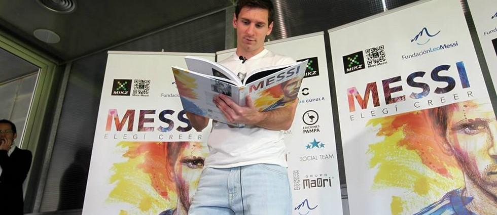 """""""'Elegí creer' es el lema de la Fundación que lleva su nombre y ahora también título de la obra solidaria que relata su historia a través de testimonios de quienes le han acompañado en su camino hacia lo más alto"""" «Elegí Creer», el libro de la vida de Leo Messi portada31"""