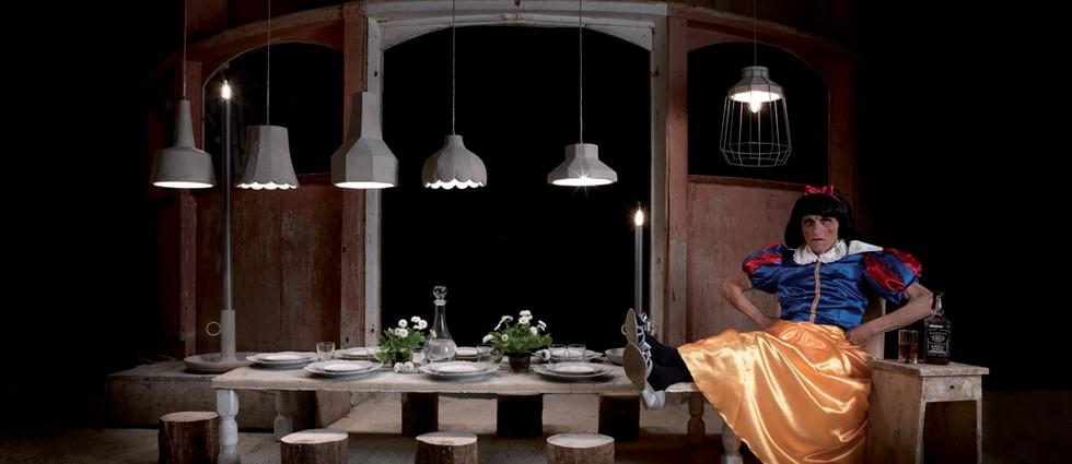 """""""Pisolo, Mammolo, Gongolo, Eolo, Brontolo, Cucciolo, Dotto y Biancaluce componen 'Settenani y Biancaluce': una colección de cuento.""""  Settenani y Biancaluce: Lámparas de interior y exterior portada22"""