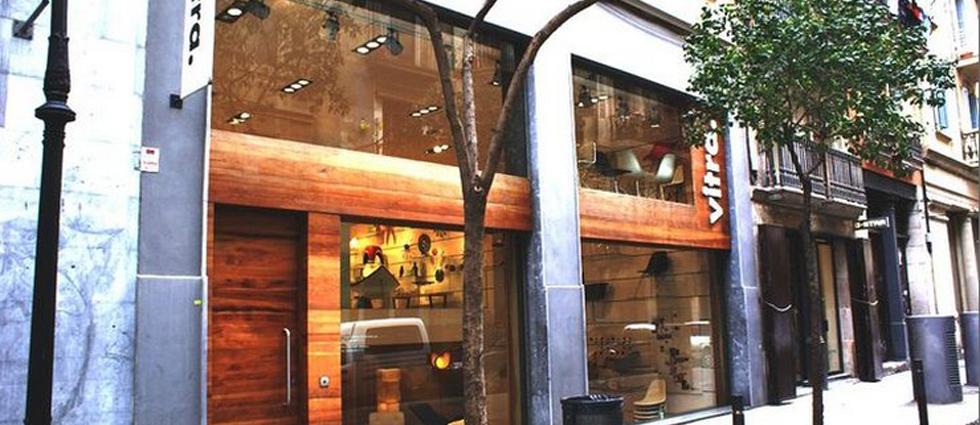 Fieles reproducciones elaboradas artesanalmente a escala 1:6, que nos hacen un repaso visual de los mejores diseños del siglo XX. Showroom de Vitra en Barcelona, una de las tiendas de diseño más punteras tienda de decoracio vitra barcelona