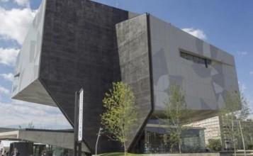 """""""El estudio barcelonés realiza la arquitectura y el interiorismo de este nuevo edificio de la capital aragonesa.""""  Carme Pinós diseña el CaixaForum de Zaragoza interiorismo 357x220"""