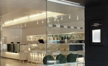"""""""Este moderno hotel, ubicado en un edificio de diseño vanguardista, cuenta con una ubicación privilegiada en el corazón de Barcelona.""""  The Mirror Barcelona, un hotel de 4 estrellas en Barcelona Hotel Mirror en Barcelona 4 357x220"""