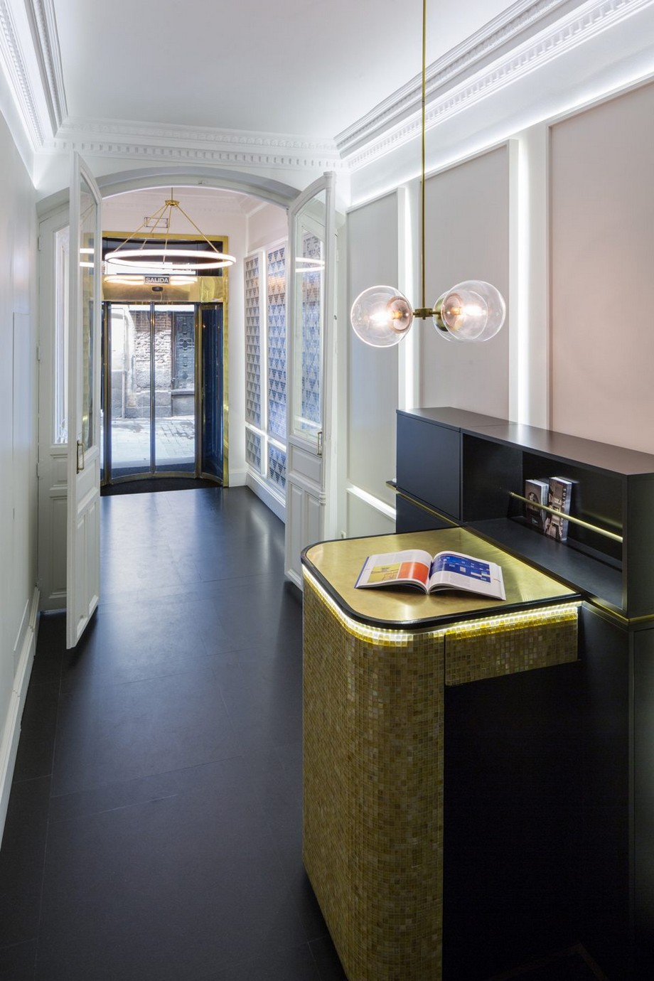 Estudio Ventura: Diseño de interiores poderoso y lujuoso en Madrid estudio ventura Estudio Ventura: Diseño de interiores poderoso y lujuoso en Madrid Ventura lobbySuites 6