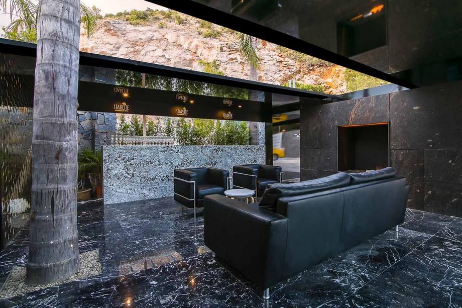 ruiz velazquez Ruiz Velazquez: Un estudio de Arquitectura lujuosa y perfecto en España Welcome desk Starlite2016 4